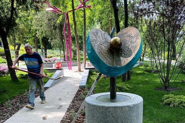 Вперед за новыми фото: в Греческом парке установили две скульптуры фото 4