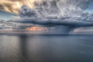 Облако в форме дракона и двойная радуга: чем одесситам запомнилась непогода фото 1