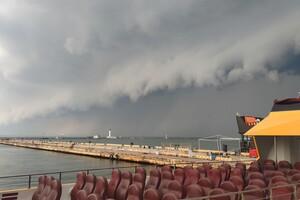 Оставайся дома: в Одессе разбушевалась непогода (обновляется) фото