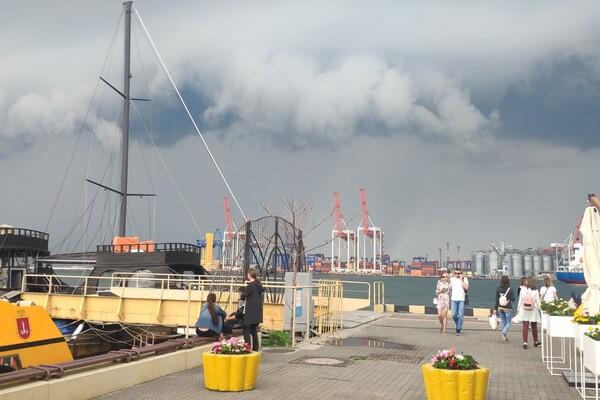 Оставайся дома: в Одессе разбушевалась непогода (обновляется) фото 1