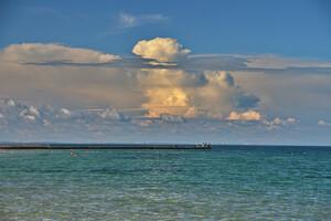 Полюбуйся: в небе над Одессой заметили необычные облака фото 1