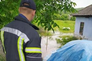 Плавающие машины и купание в центре города: Измаил затопил сильный ливень фото 2
