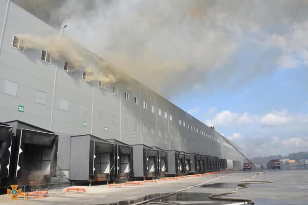 Было много дыма: спасатели рассказали подробности пожара на складах в Нерубайском фото 7