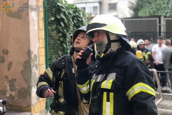 Непростые выходные: в Одессе горели четырнадцатиэтажка и отель фото 1