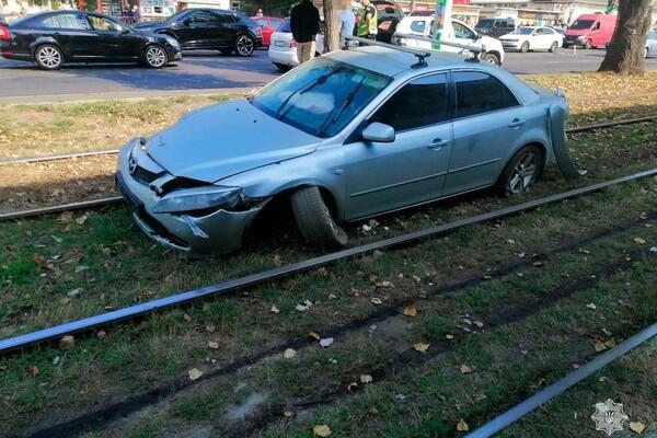 В Лузановке столкнулись два авто: женщина и двое детей получили травмы фото