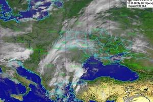 Штормовое предупреждение: завтра в Одессе пройдет сильный ливень фото